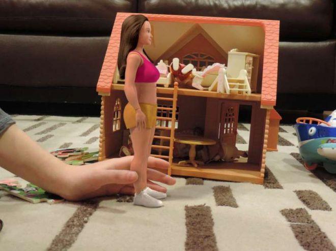 Кукла и домик