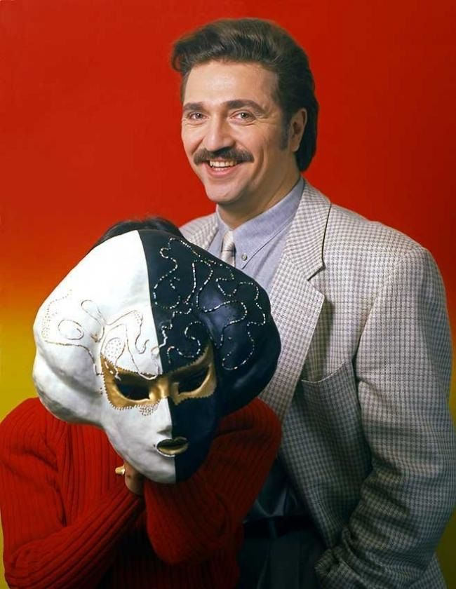 Валерий комиссаров шоу маски