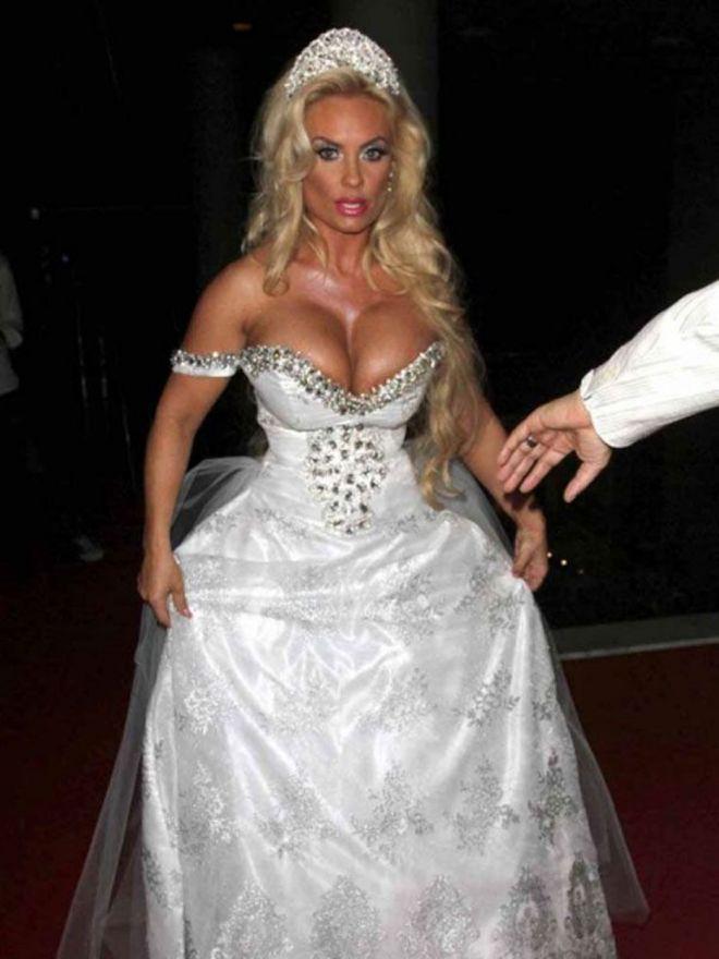 белое платье считалось символом чистоты