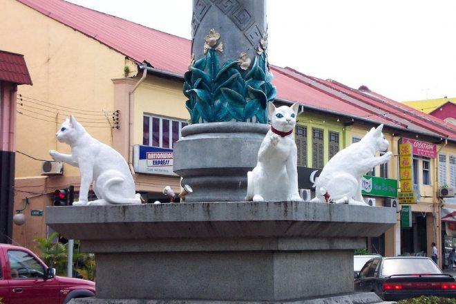 Кошачья статуя