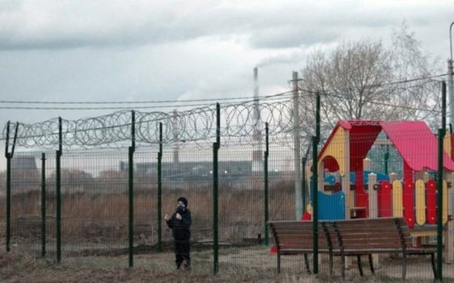 Маразм крепчал: 20 фото с просторов России, от которых уже не смешно