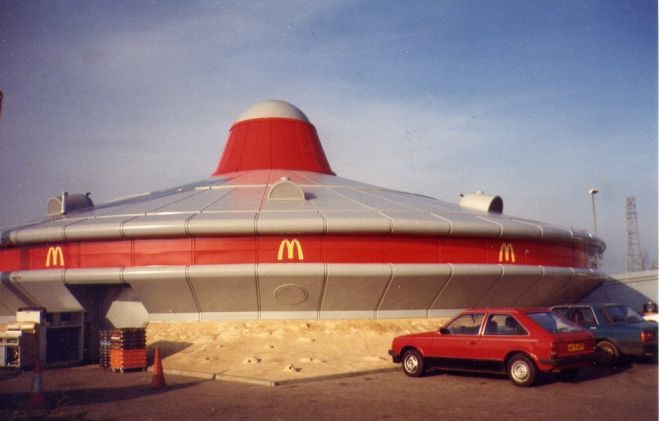 25 зданий, в которых поселился McDonald's, чем очень всех удивил