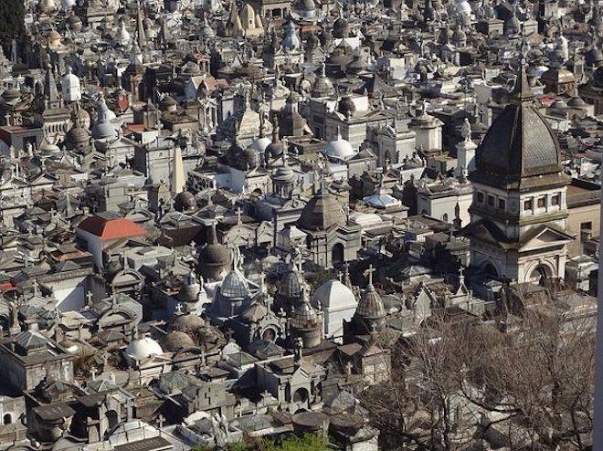 25 самых странных и жутких кладбищ