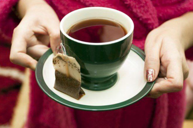 Чашка с черным чаем
