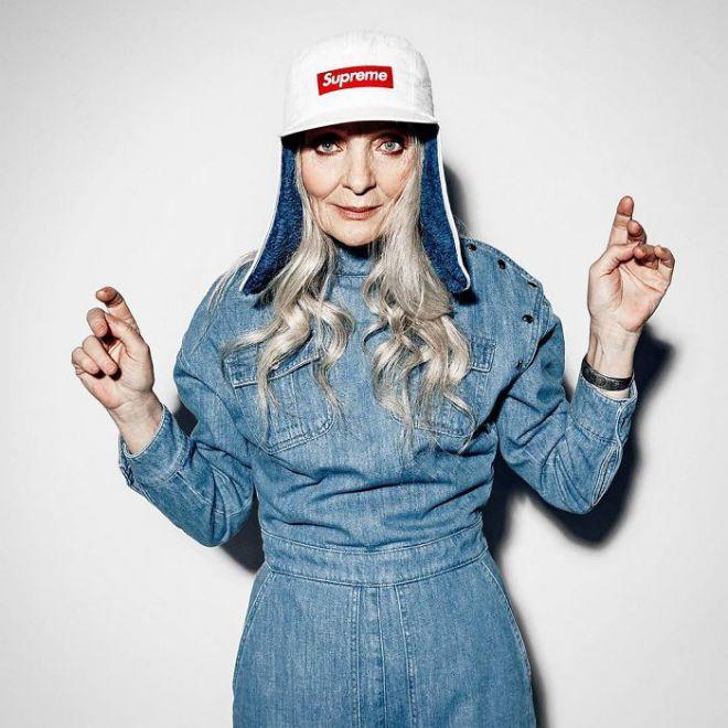 Валентина Ясень в модном головном уборе
