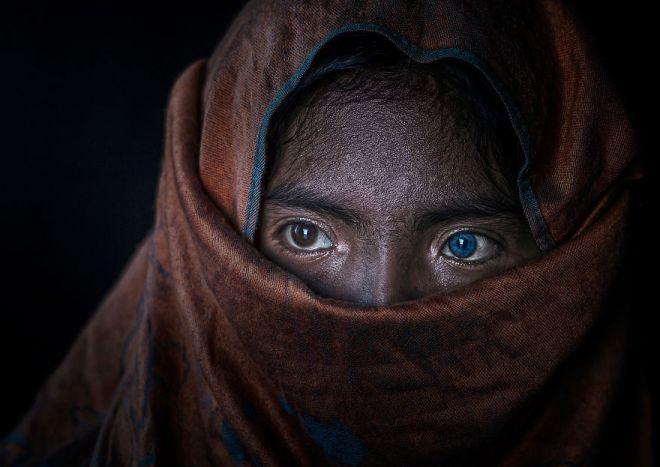 Фотографы поделились 20 лучшими снимками женщин со всего мира