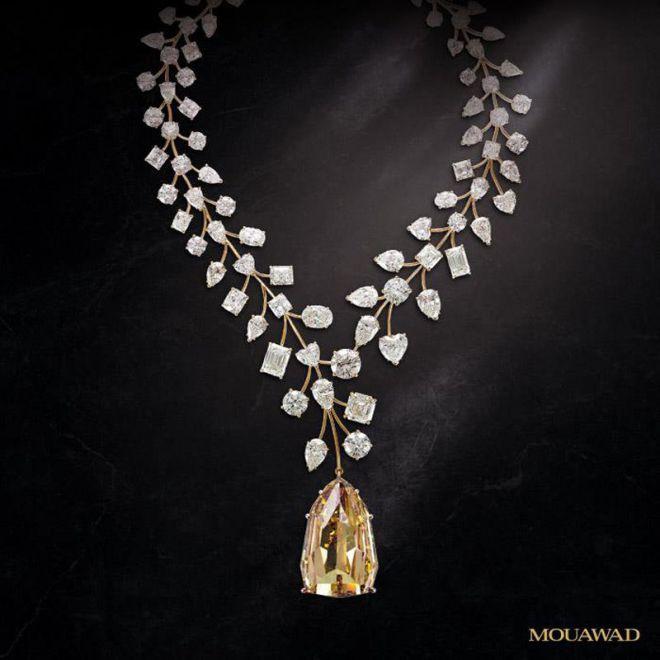Ожерелье с бриллиантом