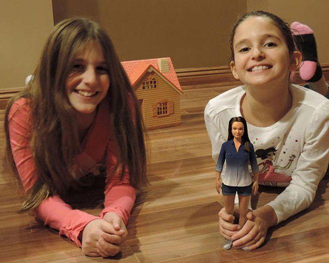 Дети с куклой