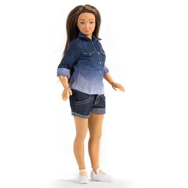Кукла в шортах