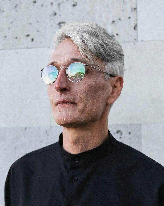 Иван Петков в очках