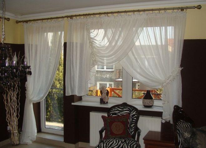Дизайн окна с балконной дверью в гостиной