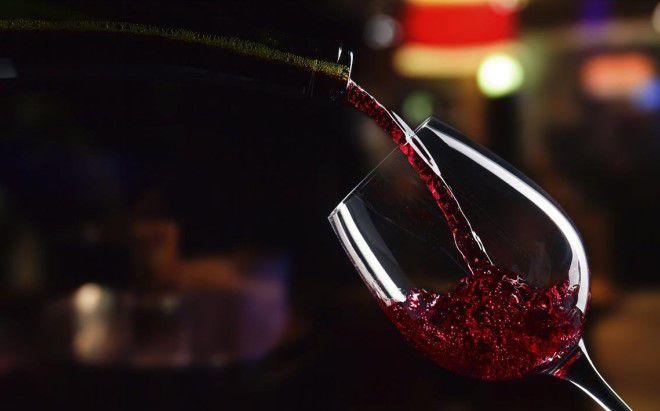 пить красное вино