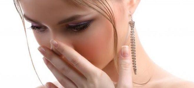 запах крови изо рта у собаки причины