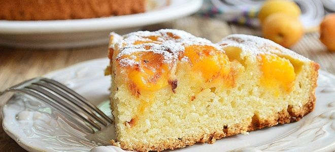 Бисквитный пирог с фруктами