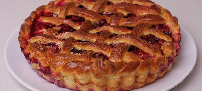 Дрожжевой пирог с фруктами
