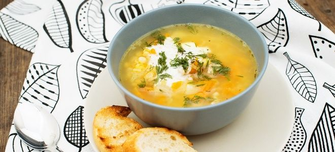 гороховый суп с жареной курицей