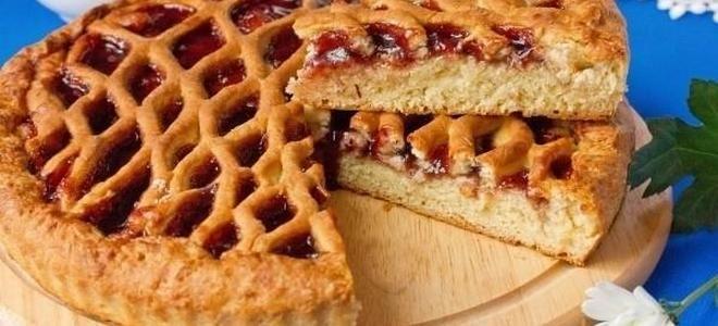постный дрожжевой пирог с вареньем
