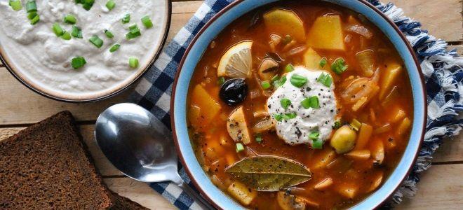 Рецепт сборной солянки с колбасой и картошкой