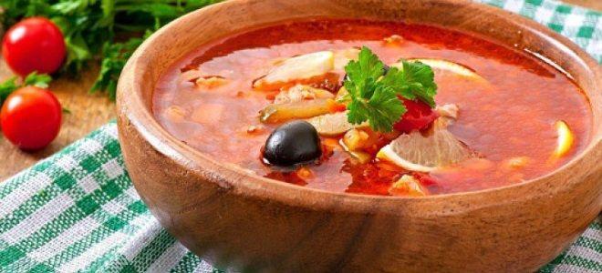 Рецепт сборной солянки с колбасой и оливками