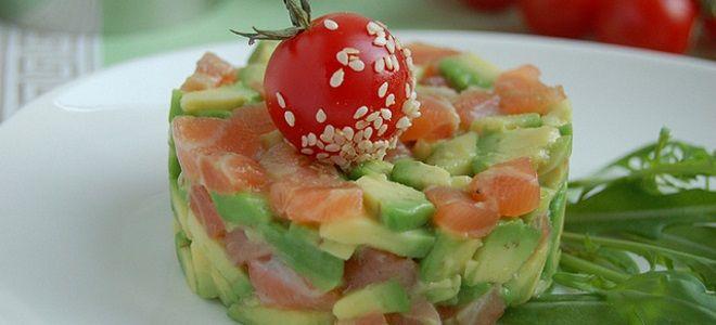 салат с авокадо семгой и помидорами черри