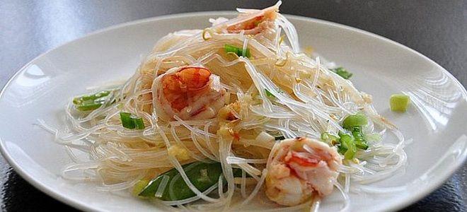 салат с фунчозой и морепродуктами рецепт