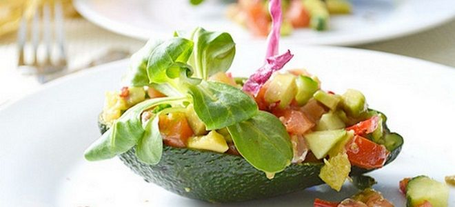 салат с семгой авокадо и огурцом