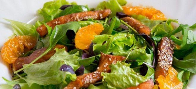 салат теплый с лососем и авокадо