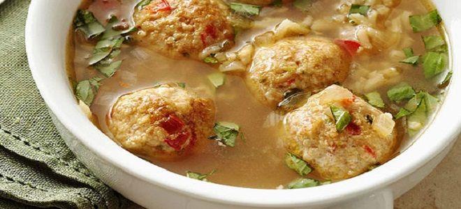 Суп с куриными фрикадельками и рисом