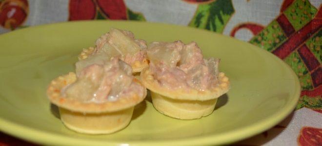 тарталетки с ананасами и тунцом