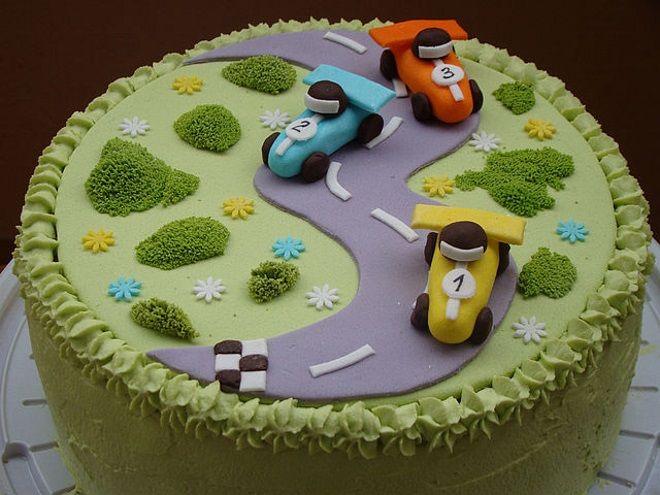 Украшение детского торта Сочетание в декоре крема и мастики