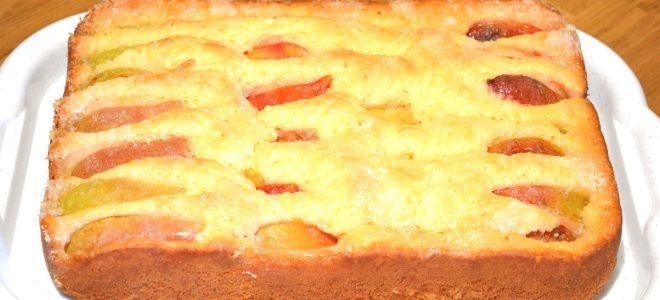 Заливной пирог с фруктами