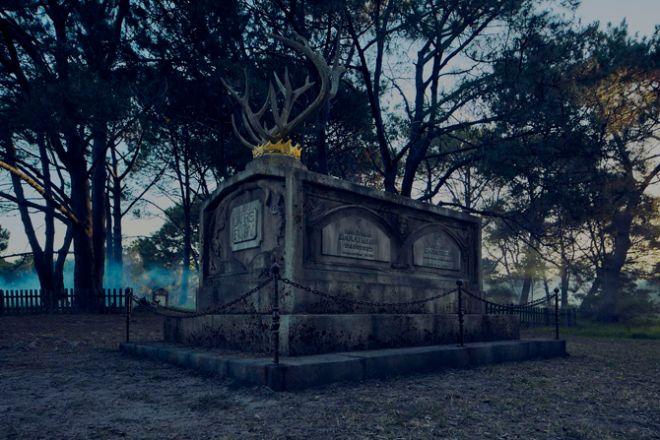 К премьере финального сезона «Игры престолов» в Австралии открыли… кладбище погибших героев