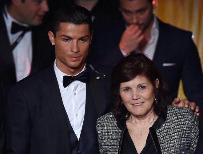 Криштиану Роналду с мамой
