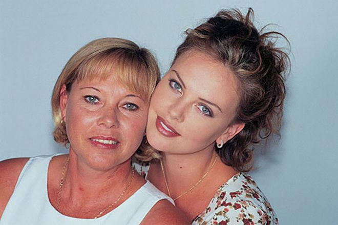 Шарлиз Терон с мамой