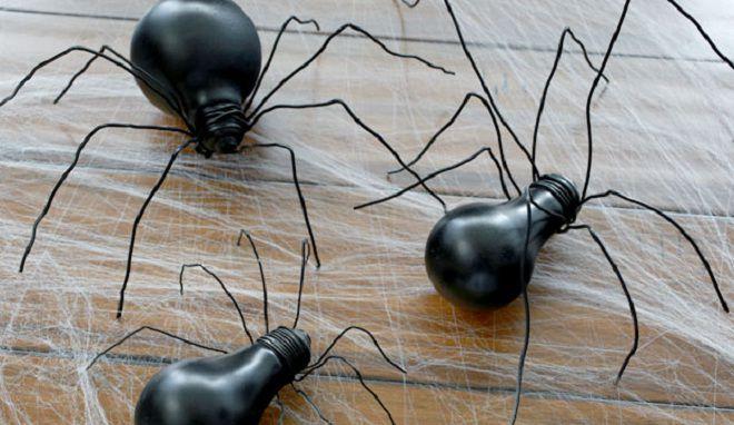 паук из лампочки на хэллоуин