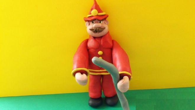 пожарный из пластилина