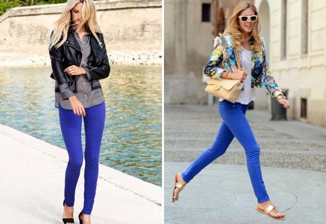 синие обтягивающие джинсы