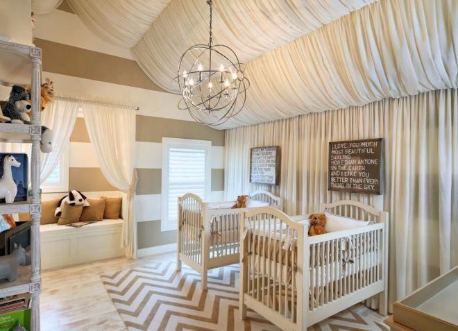 декор потолка в детской тканью