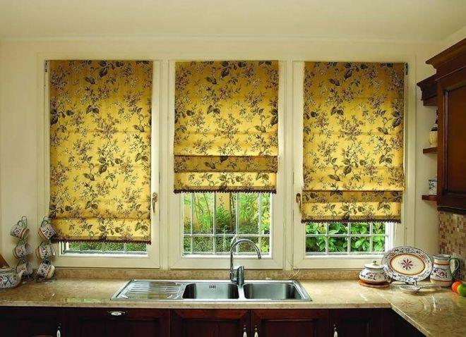 шторы с принтом в кухне