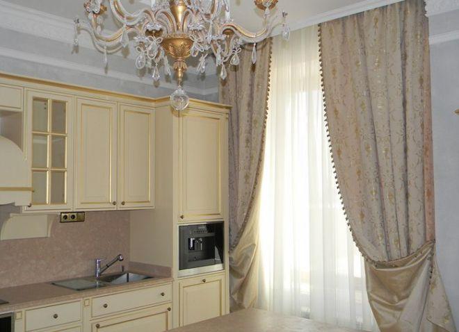 длинные шторы в кухне