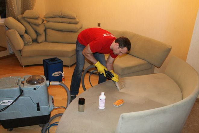 как почистить диван парогенератором