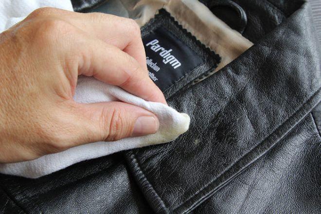 Comment nettoyer une veste en cuir tache