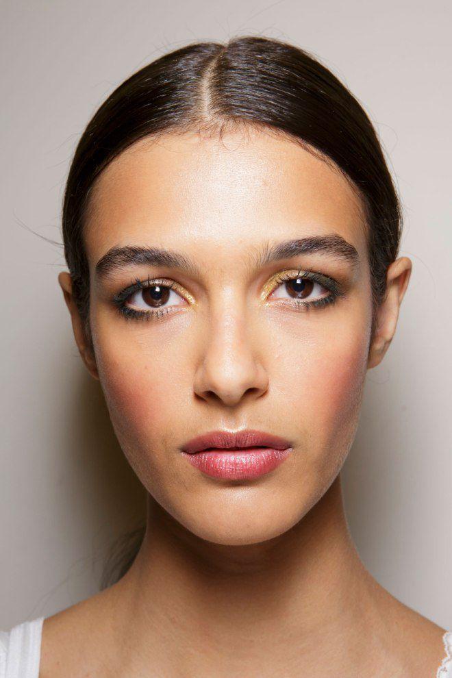 Во-вторых, делайте макияж при открытых глазах.процесс выщипывания красивая форма бровей обычно создается с использованием трех инструментов: предыдущая статья как выбрать подходящее средство для снятия макияжа.
