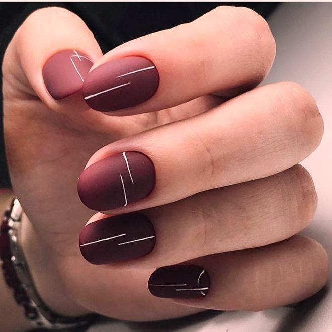 Бордовый маникюр на короткие ногти пять