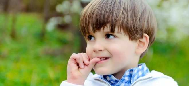 почему ребенок сосет палец