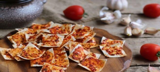 чипсы из лаваша с томатной пастой