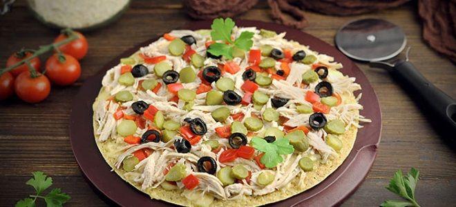 пицца на сковороде с курицей