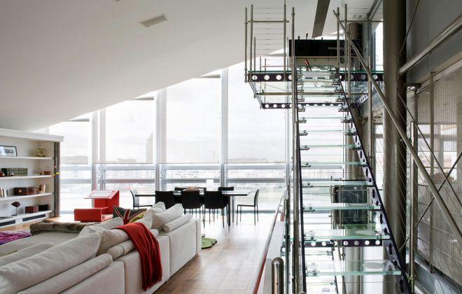 Лестница в пентхаусе металлоконструкция