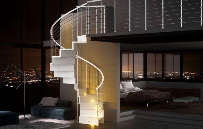Лестница в пентхаусе с подсветкой