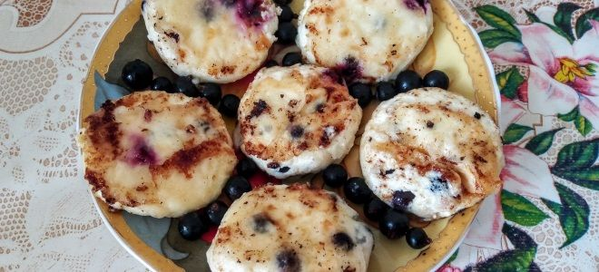 сырники с черной смородиной